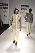 Model walk the ramp for Manoviraj Khosla at Van Heusen India Mens Week Day 3 on 4th Sept 2011 (78).JPG