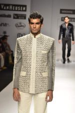 Model walk the ramp for Manoviraj Khosla at Van Heusen India Mens Week Day 3 on 4th Sept 2011 (79).JPG