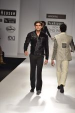 Model walk the ramp for Manoviraj Khosla at Van Heusen India Mens Week Day 3 on 4th Sept 2011 (80).JPG
