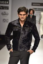 Model walk the ramp for Manoviraj Khosla at Van Heusen India Mens Week Day 3 on 4th Sept 2011 (81).JPG