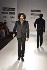 Model walk the ramp for Manoviraj Khosla at Van Heusen India Mens Week Day 3 on 4th Sept 2011 (82).JPG