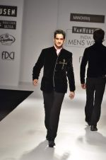 Model walk the ramp for Manoviraj Khosla at Van Heusen India Mens Week Day 3 on 4th Sept 2011 (87).JPG