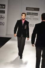 Model walk the ramp for Manoviraj Khosla at Van Heusen India Mens Week Day 3 on 4th Sept 2011 (88).JPG