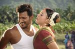 Sameera Reddy, Vishal in Vedi Movie Stills (17).jpg