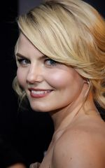 Jennifer Morrison attends the Warrior Los Angeles Premiere at ArcLight Cinemas on 6th September 2011 (16).jpg