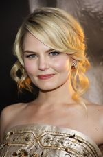 Jennifer Morrison attends the Warrior Los Angeles Premiere at ArcLight Cinemas on 6th September 2011 (17).jpg