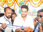 Mahesh Babu Launches Univercell Showroom at Madhapur on 8th September 2011 (1).JPG