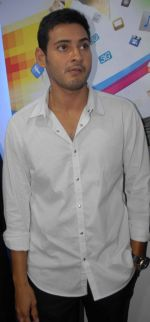 Mahesh Babu Launches Univercell Showroom at Madhapur on 8th September 2011 (10).JPG