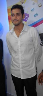Mahesh Babu Launches Univercell Showroom at Madhapur on 8th September 2011 (12).JPG