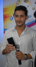 Mahesh Babu Launches Univercell Showroom at Madhapur on 8th September 2011 (13).JPG