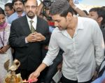 Mahesh Babu Launches Univercell Showroom at Madhapur on 8th September 2011 (2).JPG