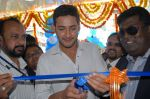 Mahesh Babu Launches Univercell Showroom at Madhapur on 8th September 2011 (7).JPG