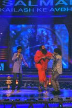 Baba Ramdev on the sets of Saregama Lil Champs in Famous on 12th Sept 2011 (3).JPG