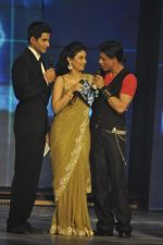 Shahrukh Khan, Ragini Khanna at the audio release of Ra.One in Filmcity, Mumbai on 12th Sept 2011 (38).JPG