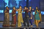 Shahrukh Khan, Ragini Khanna at the audio release of Ra.One in Filmcity, Mumbai on 12th Sept 2011 (40).JPG