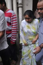 Asha Bhosle at the farewell to photogrpaher Gautam Rajadhyaksha in Mumbai on 13th Sept 2011 (31).JPG