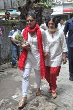 Kajol, Tanuja at the farewell to photogrpaher Gautam Rajadhyaksha in Mumbai on 13th Sept 2011 (30).JPG