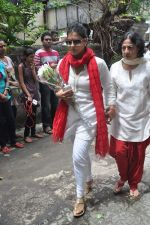 Kajol, Tanuja at the farewell to photogrpaher Gautam Rajadhyaksha in Mumbai on 13th Sept 2011 (32).JPG