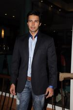 Rajneesh Duggal unveils The Weekend first look in Sun N Sand, Mumbai on 13th Sept 2011 (7).JPG