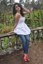 Alankrita Dogra on the sets of film Lethal Comission in Madh on 14th Sept 2011 (11).JPG