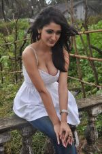 Alankrita Dogra on the sets of film Lethal Comission in Madh on 14th Sept 2011 (13).JPG