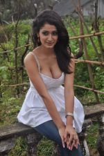 Alankrita Dogra on the sets of film Lethal Comission in Madh on 14th Sept 2011 (17).JPG