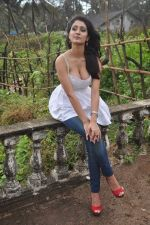 Alankrita Dogra on the sets of film Lethal Comission in Madh on 14th Sept 2011 (19).JPG