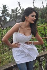 Alankrita Dogra on the sets of film Lethal Comission in Madh on 14th Sept 2011 (27).JPG
