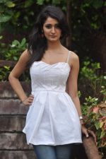 Alankrita Dogra on the sets of film Lethal Comission in Madh on 14th Sept 2011 (3).JPG