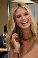 Heidi Klum at The Grove in Los Angeles on September 14, 2011 (2).jpg