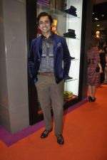 Anuj Saxena at Etro store launch in Palladium on 16th Sept 2011 (28).JPG