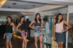 at Punjab Fashion Week auditions in Riyaz Gangji Store on 17th Sept 2011 (26).JPG