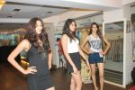 at Punjab Fashion Week auditions in Riyaz Gangji Store on 17th Sept 2011 (47).JPG