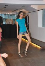 at Punjab Fashion Week auditions in Riyaz Gangji Store on 17th Sept 2011 (51).JPG