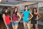 at Punjab Fashion Week auditions in Riyaz Gangji Store on 17th Sept 2011 (54).JPG