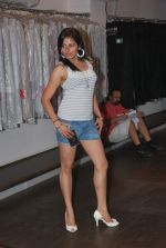 at Punjab Fashion Week auditions in Riyaz Gangji Store on 17th Sept 2011 (7).JPG
