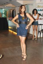 at Punjab Fashion Week auditions in Riyaz Gangji Store on 17th Sept 2011 (33).JPG