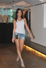 at Punjab Fashion Week auditions in Riyaz Gangji Store on 17th Sept 2011 (34).JPG