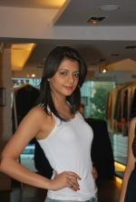 at Punjab Fashion Week auditions in Riyaz Gangji Store on 17th Sept 2011 (38).JPG