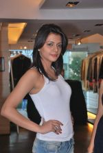 at Punjab Fashion Week auditions in Riyaz Gangji Store on 17th Sept 2011 (39).JPG