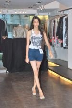 at Punjab Fashion Week auditions in Riyaz Gangji Store on 17th Sept 2011 (45).JPG