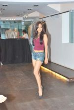 at Punjab Fashion Week auditions in Riyaz Gangji Store on 17th Sept 2011 (52).JPG