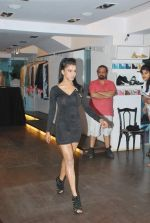 at Punjab Fashion Week auditions in Riyaz Gangji Store on 17th Sept 2011 (64).JPG