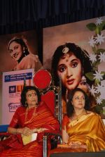Hema Malini, Vyjayantimala at Vyjayantimala Bali tribute in Dadar on 18th Sept 2011 (85).JPG