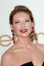 Anna Torv attends the 63rd Annual Primetime Emmy Awards in Nokia Theatre L.A. Live on 18th September 2011 (2).jpg