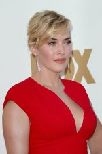 Kate Winslet attends the 63rd Annual Primetime Emmy Awards in Nokia Theatre L.A. Live on 18th September 2011 (2).jpg