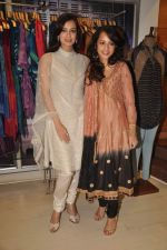 Auritra Ghosh, Dia Mirza at Ritu Kumar store in Phoneix Mill on 21st Sept 2011 (9).JPG
