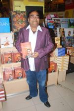 Dr. Mukesh Batra at Mukesh Batra_s Healing with Homeopothy book launch in Crossword, Kemps Corner on 21st Sept 2011 (10).JPG