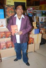 Dr. Mukesh Batra at Mukesh Batra_s Healing with Homeopothy book launch in Crossword, Kemps Corner on 21st Sept 2011 (6).JPG