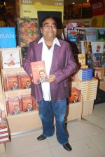 Dr. Mukesh Batra at Mukesh Batra_s Healing with Homeopothy book launch in Crossword, Kemps Corner on 21st Sept 2011 (9).JPG